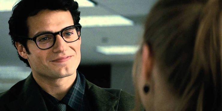 Clark Kent Man Of Steel - 10 formas en que Zack Snyder cambió a Superman