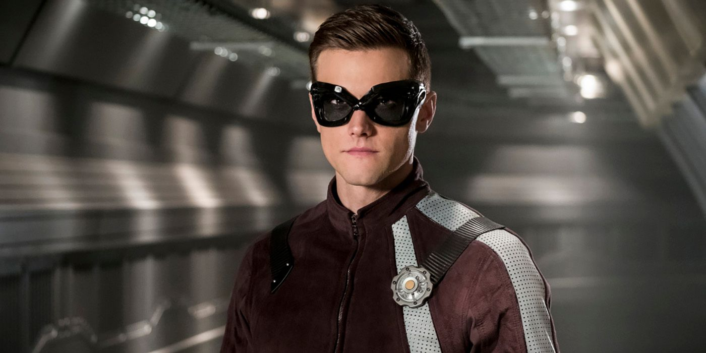 The Flash Photos Give the Future Sue Dibny Her Own Super Suit